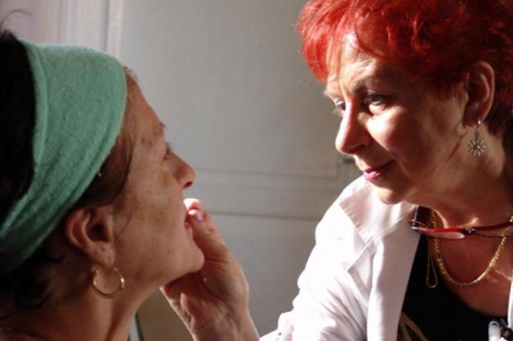 Progetto Maquillage: cure estetiche agli anziani nelle strutture di Asp Città di Bologna